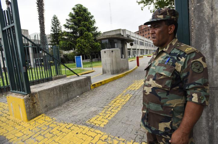 Gobierno uruguayo espera que seis presos de Guantánamo traigan sus familias