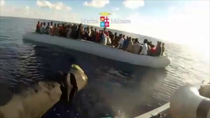 Rescatan a un centenar de migrantes en el mar Mediterráneo