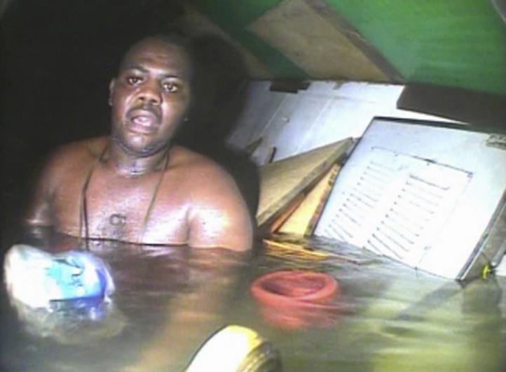 Hombre sobrevive tres días en el fondo del océano Atlántic