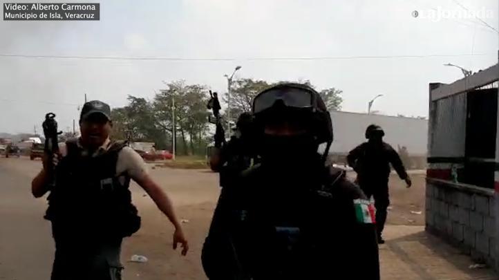 Policías de Veracruz replegaron  una manifestación a balazos.
