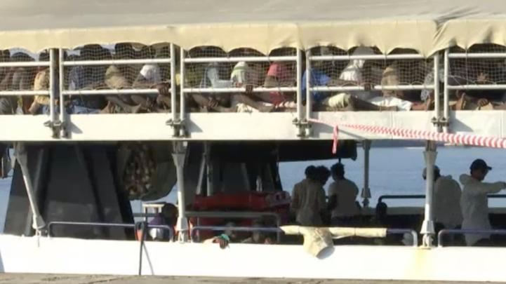Rescatan a más de 400 migrantes en costas de Libia