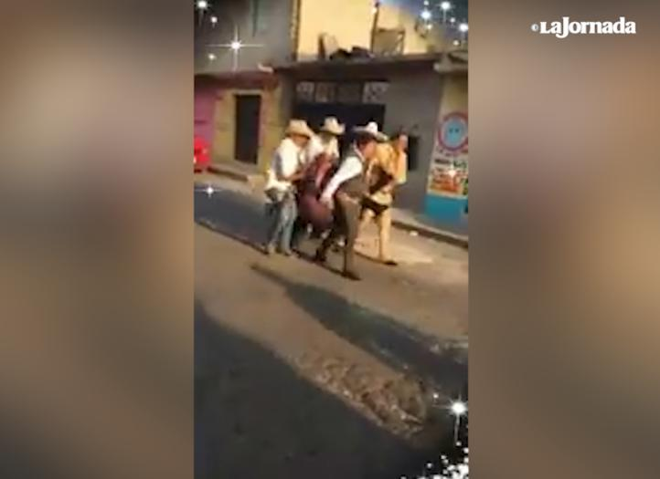 Al menos un muerto y 10 heridos, tras balacera en carnaval de Iztapalapa