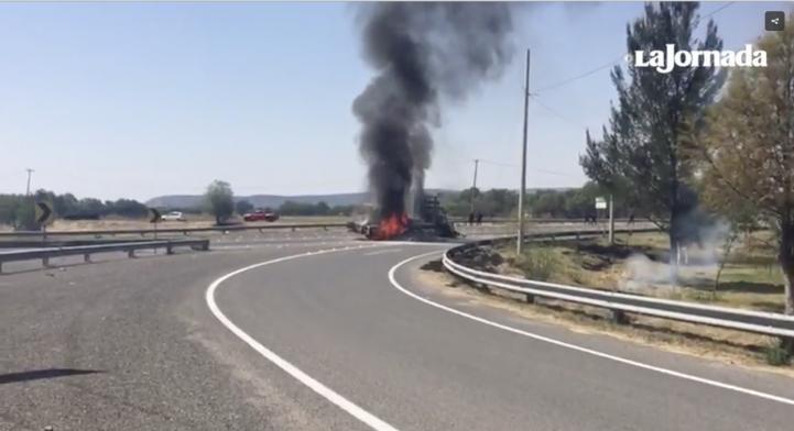 Queman vehículos para bloquear operativo en Santa Rosa de Lima