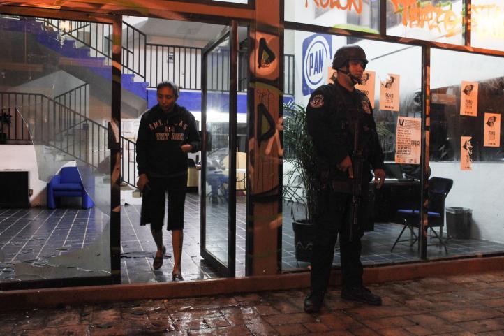 Lanzan artefactos explosivos contra la sede del PAN en Chilpancingo