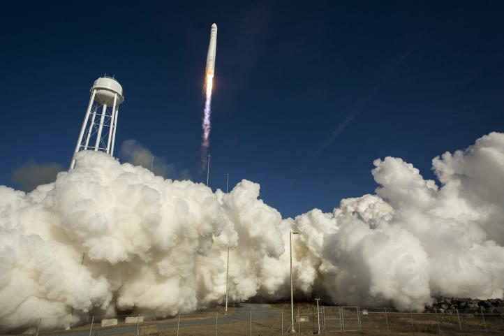 Lanza empresa de EU cápsula no tripulada para abastecer a la Estación Espacial Internacional