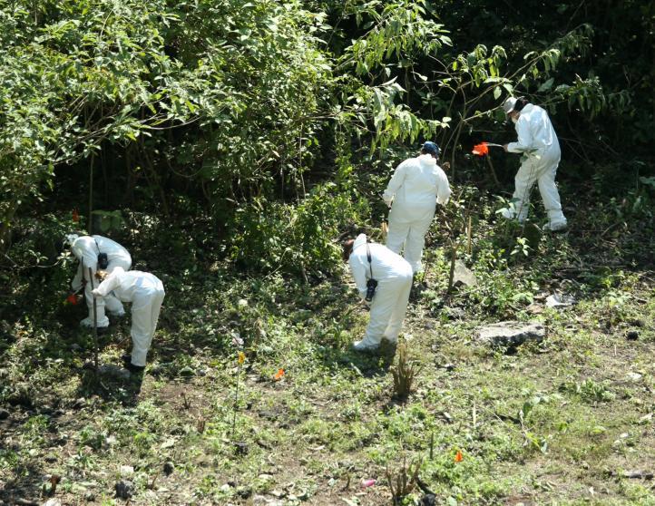Trasladan restos humanos hallados en Cocula a Semefo de Iguala