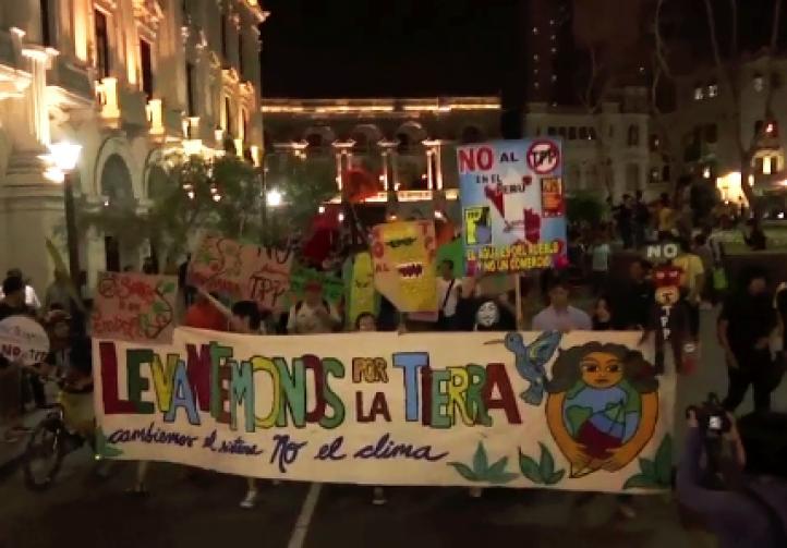 Protestan en Perú contra el TPP