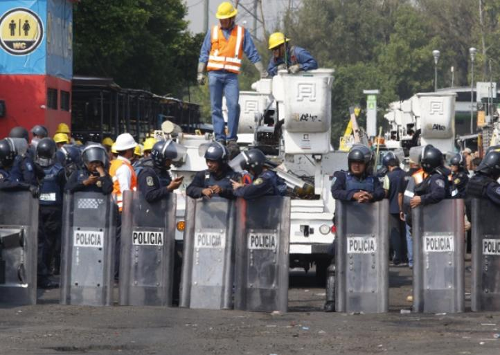 Retiran comerciantes ambulantes del paradero La Raza