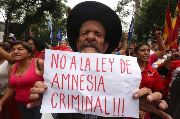 Venezuela: Protestan ley de amnistía
