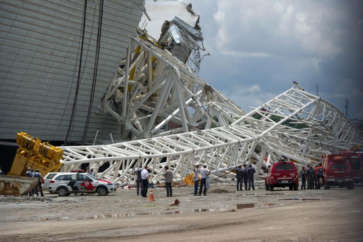 3 muertos en derrumbe del estadio mundialista de Sao Paulo