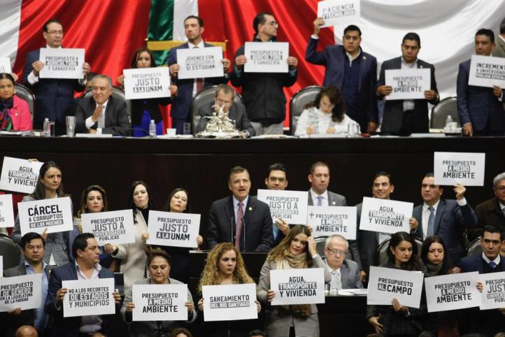 Oposición en San Lázaro protesta contra recortes a Universidades