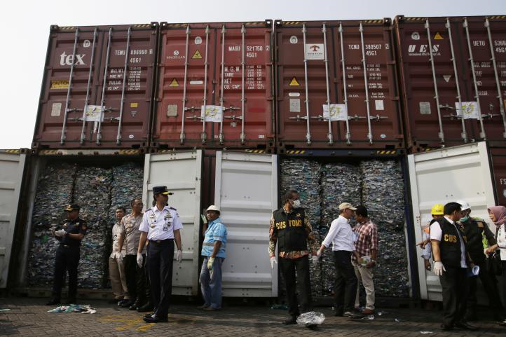 Indonesia devuelve 547 contenedores de basura de Occidente