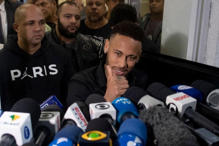 Neymar testifica sobre la publicación de fotos que identifican a mujer que lo acusa de violación