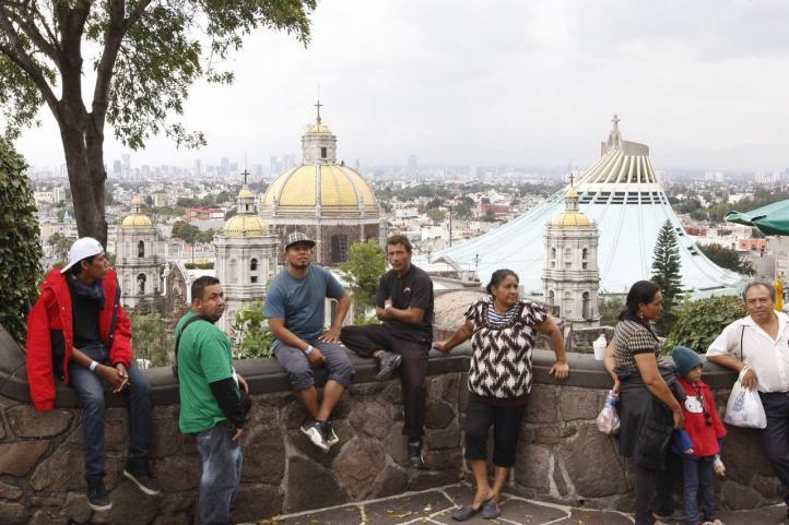 Migrantes visitan la Basílica de Guadalupe