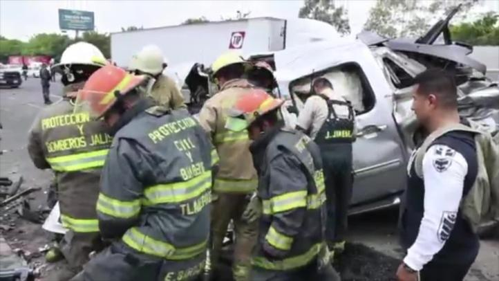 Deja 19 lesionados choque de camiones en Tlaquepaque
