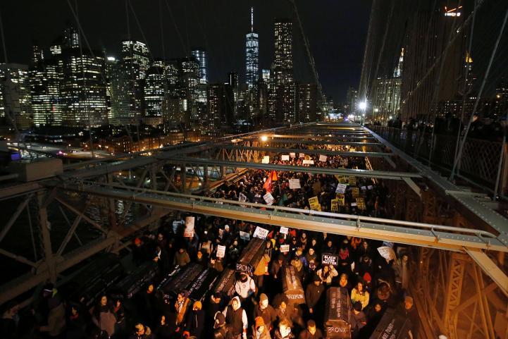 Más de 200 detenidos en NY durante protestas contra abuso policial