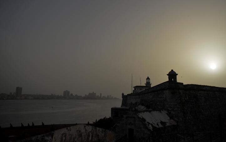 El cielo de Cuba se torna cenizo por polvo del Sahara