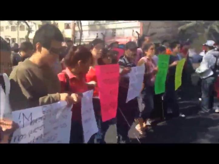 """""""Vagoneros"""" invidentes marchan al Zócalo del DF"""