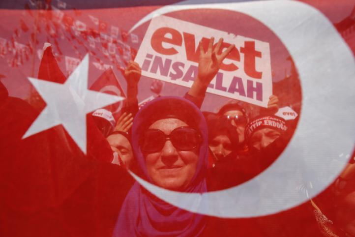 Gana el sí en referéndum en Turquía