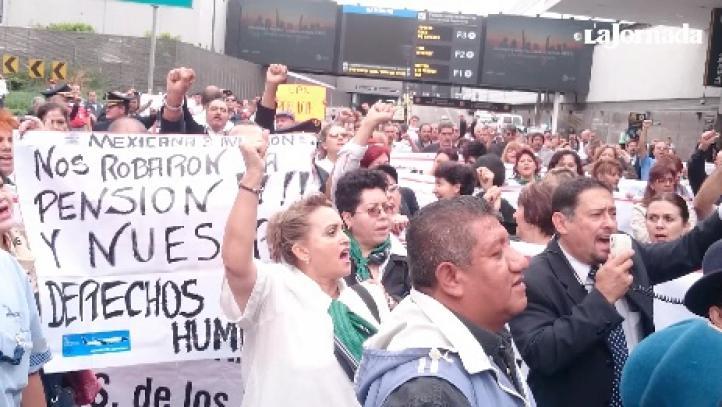 Trabajadores y jubilados de Mexicana van contra Gastón Azcárraga