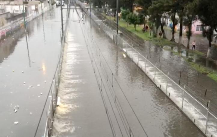 Cierran cinco estaciones de la Línea A del Metro por inundaciones