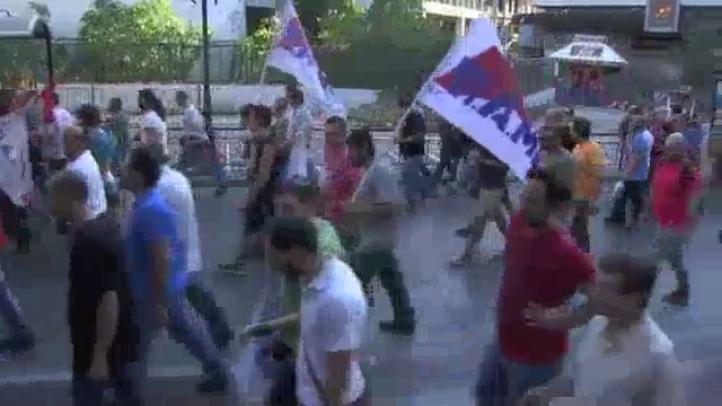 El Parlamento griego aprueba las reformas exigidas por los acreedores
