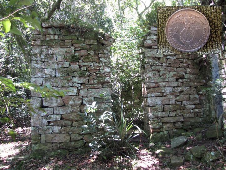 Arqueólogos investigan posible refugio nazi en selva argentina