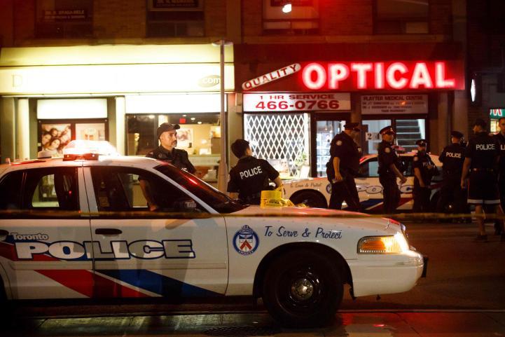 Dos muertos y 14 heridos deja una balacera en Toronto