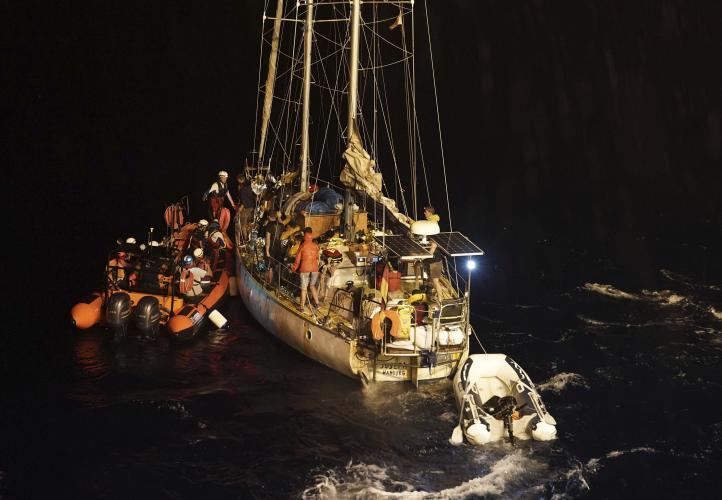 Barco humanitario completa rescate de 34 migrantes