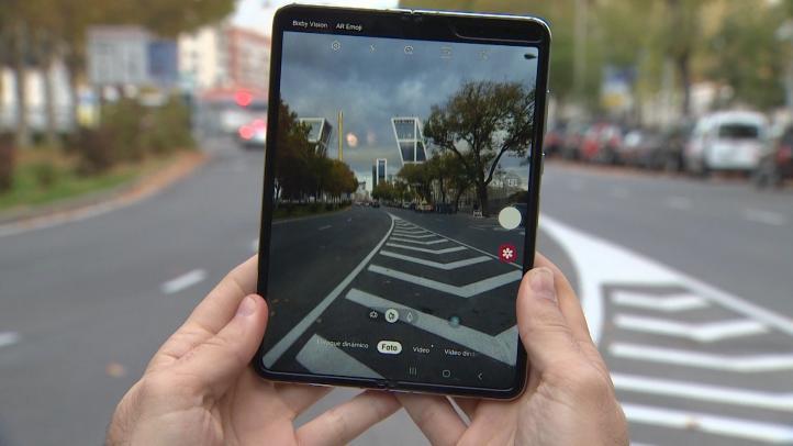 Así es el Galaxy Fold, el primer 'smartphone' de pantalla plegable