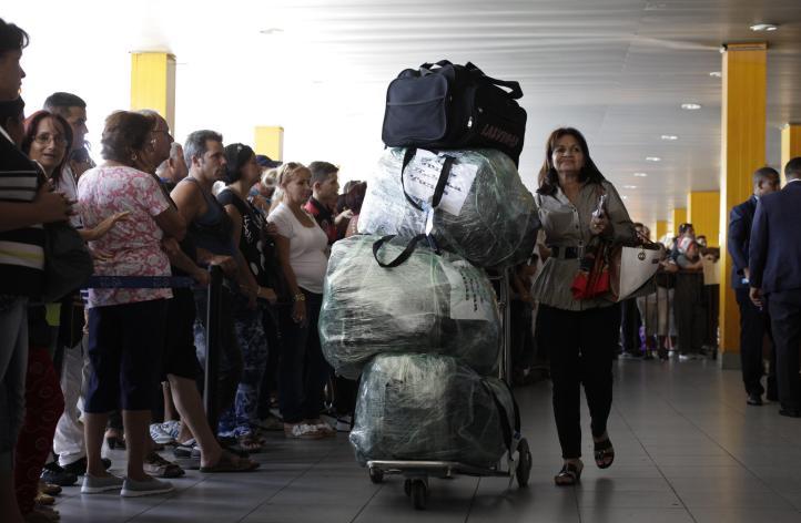 Cuba pone en marcha polémica normativa que limita la entrada de productos a la isla