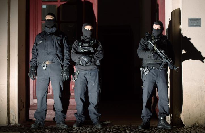 Operativos antiterrorismo en Europa dejan más de 20 arrestos