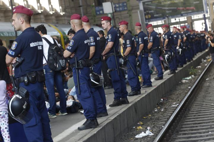 Crisis migratoria provoca suspensión de servicios ferroviarios a Budapest