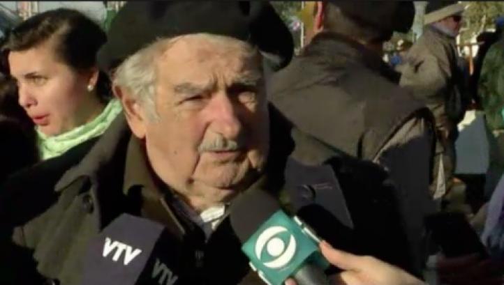 """Maduro """"está loco como una cabra"""", dice Mujica"""