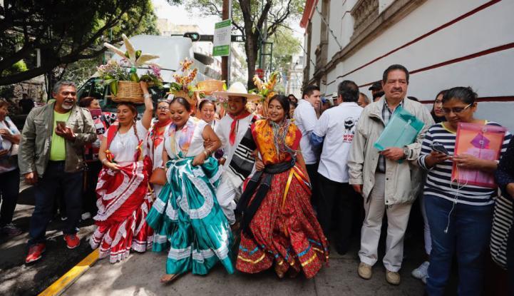 AMLO recibe a activistas oaxaqueños