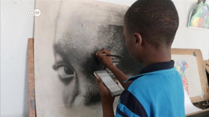Niño de 12 años sorprende con arte 'hiperrealista' en Nigeria
