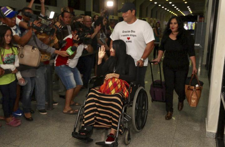 Sobrecargo boliviana regresa a su país tras sobrevivir a accidente aéreo
