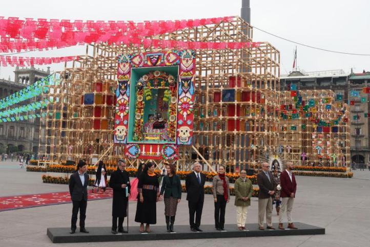 Inauguran la megaofrenda en el Zócalo capitalino