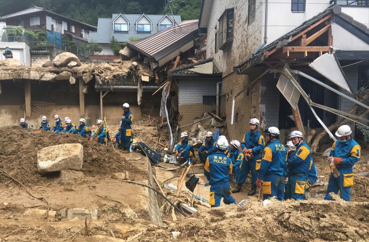 Japón busca a docenas de desaparecidos por inundaciones
