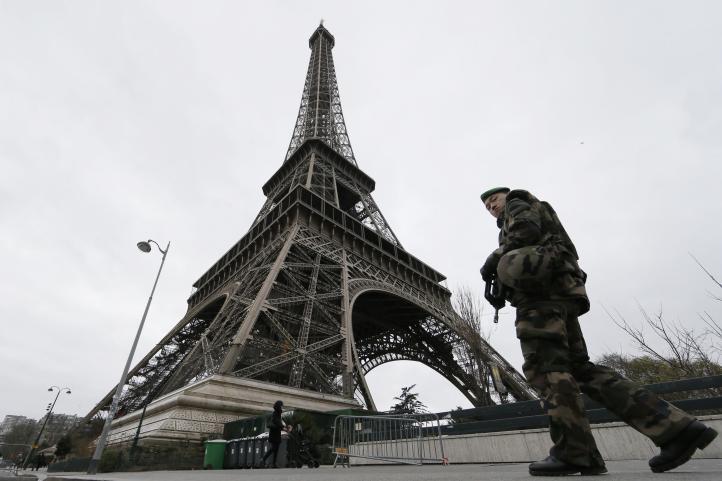 Despliega Francia 10 mil soldados en sitios turísticos y edificios clave