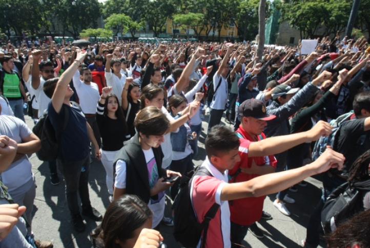 Guadalajara: Estudiantes marchan contra la violencia