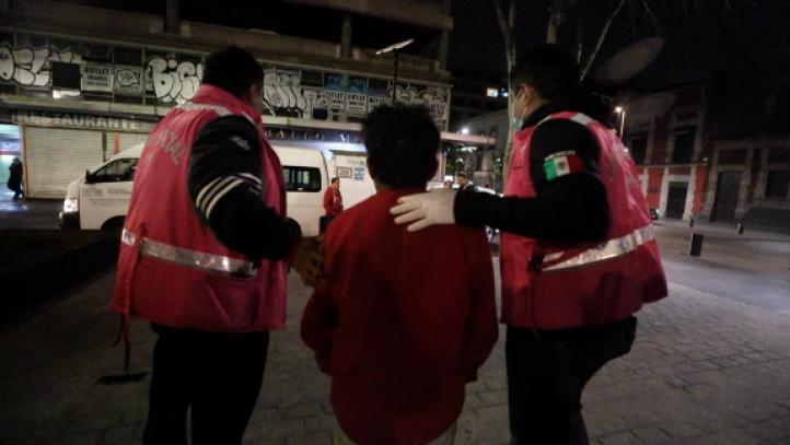 Brigadistas recorren las calles en busca de personas en situación de calle