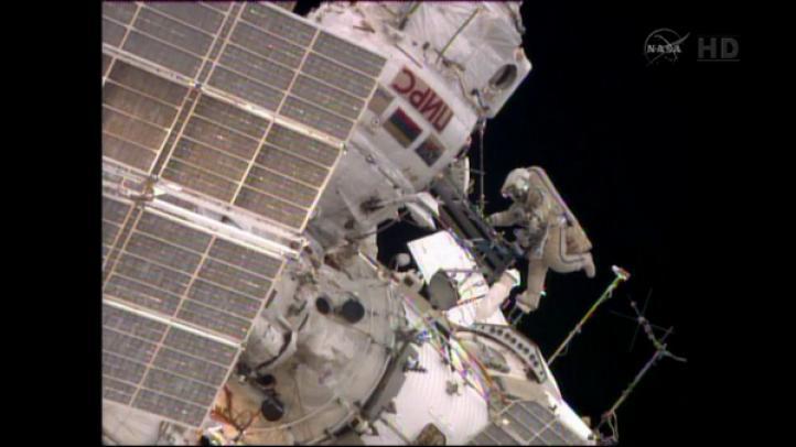Astronautas de la Estación Espacial Internacional ponen en orbita un satélite peruano