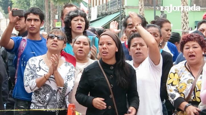 Por segundo día, los capitalinos van a Garibaldi a cantar por Juan Gabriel