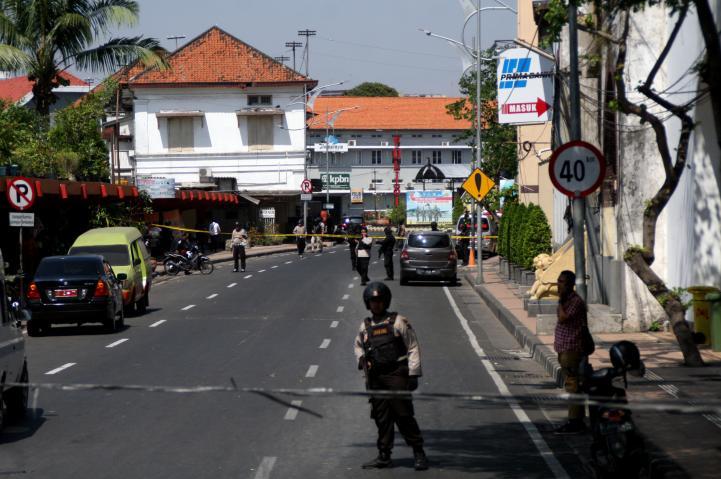 Indonesia: atacan sede policial tras atentado en iglesias