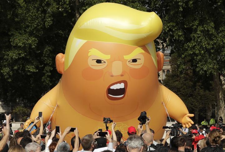 Miles marchan en Londres en protesta por la visita de Trump