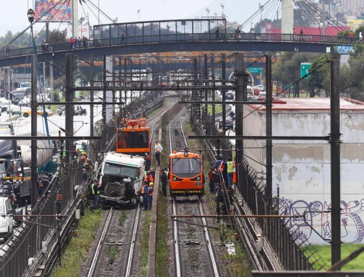 Choca tráiler contra muro de Metro Tepalcates