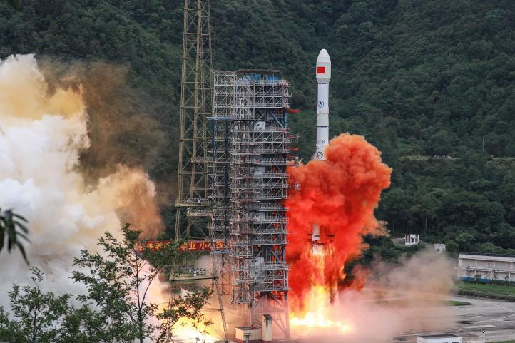 China lanza satélite para completar su versión de GPS