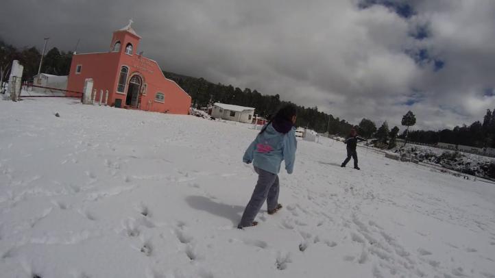 Tormenta de nieve cae en los límites de los estados de México y Puebla