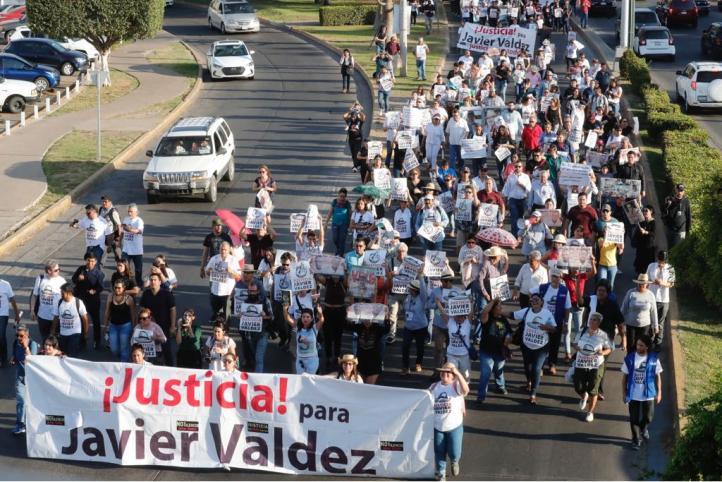 Al grito de Javier Valdez vive, exigen justicia por su asesinato